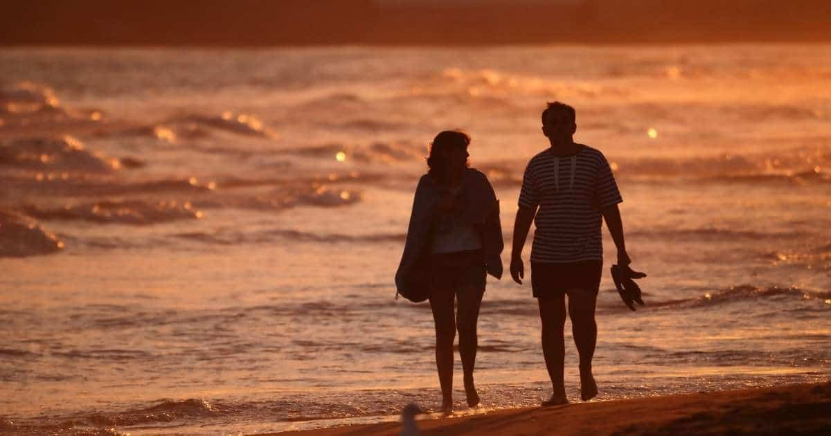 make a holiday romance last longer than your vacation