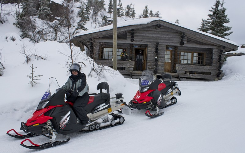 snowmobiling from the cabins at Hotel Iso-Syöte