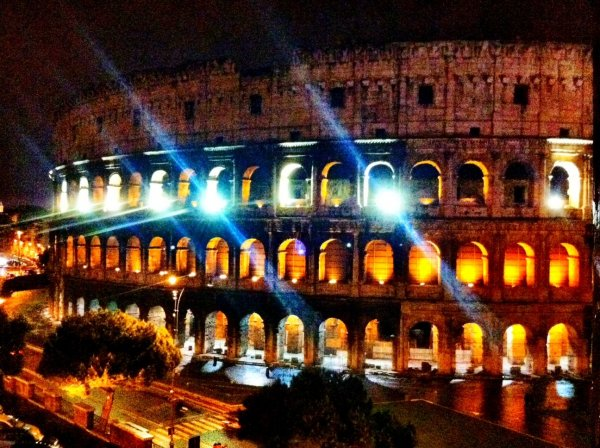 rome coliseum pictures night