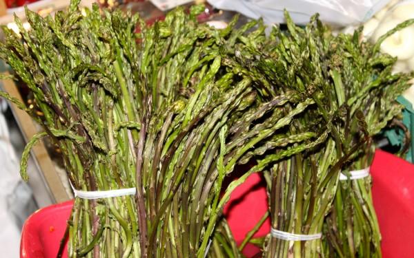 rome market wild asparagus