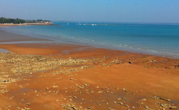 Northern Territory photos - red sand beach in Darwin