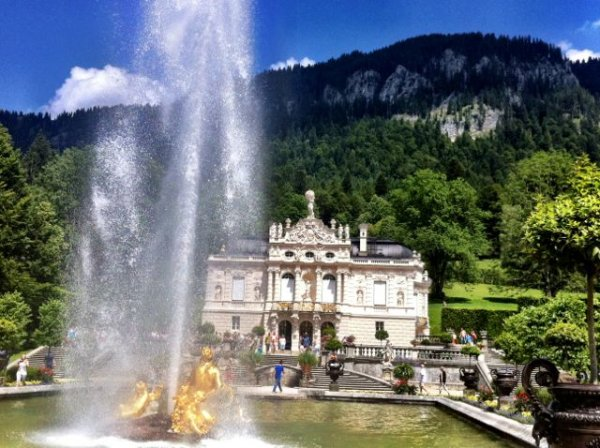 Linderhof castle and fountain in Bavaria, Germany