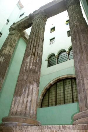 Hidden Roman ruins in Barcelona's gothic quarter