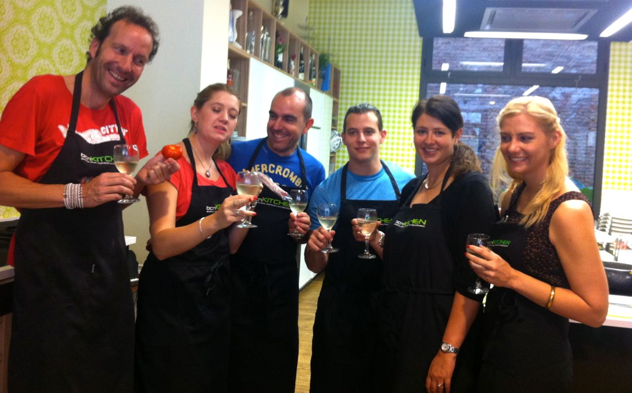 Our group of bloggers in our Spanish cooking workshop at bcnKitchen