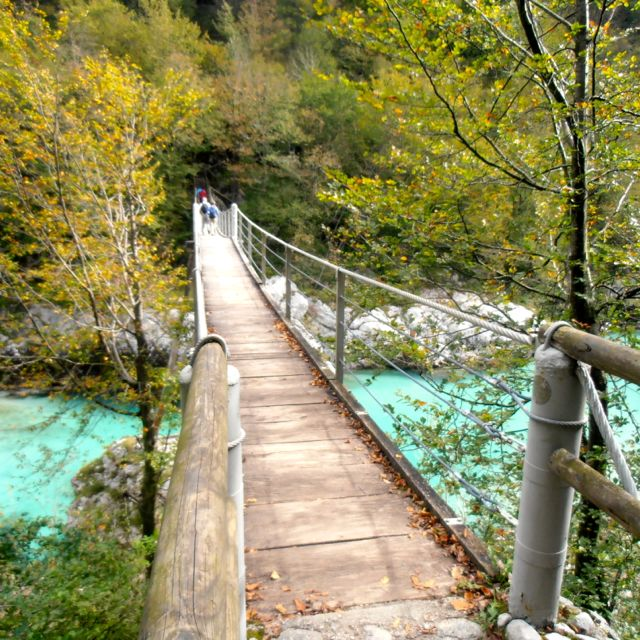 Footbridge over the Soča River, constructed on the very spot where a wooden footbridge had been during WWI.