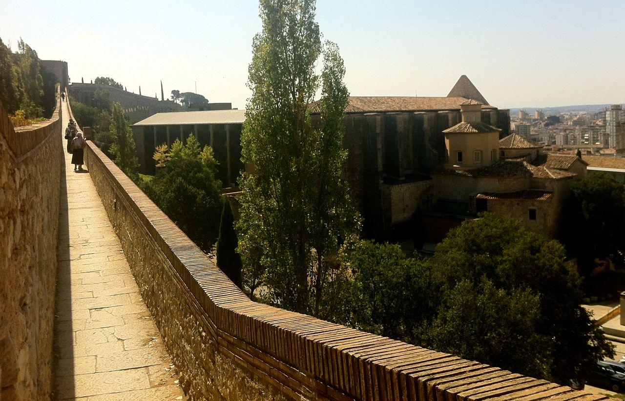Walking along Girona's Roman wall