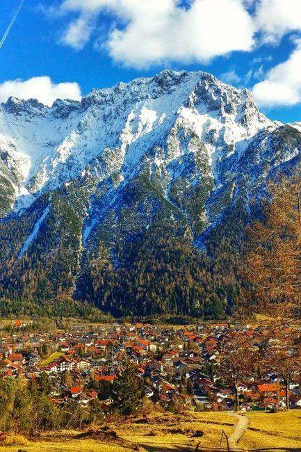Mountains and MIttenwald! A gorgeous town lying in the valley of the Alps