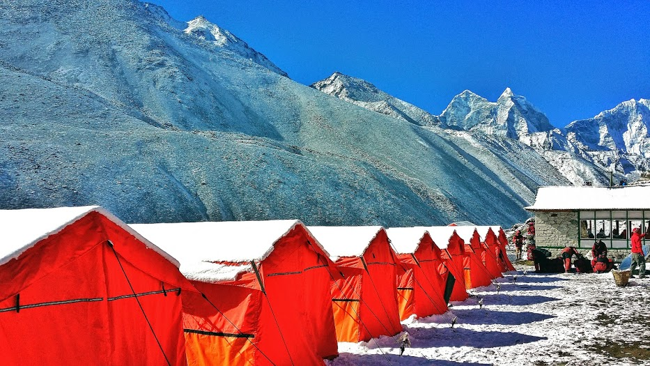 tents en route to trekking to Everest Base Camp