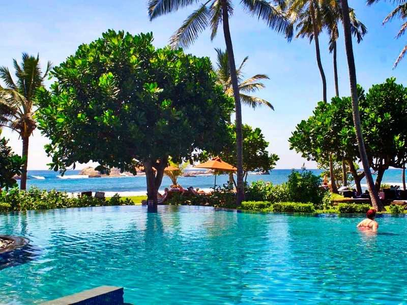 swimming pool at a Cinnamon Hotel in Sri Lanka