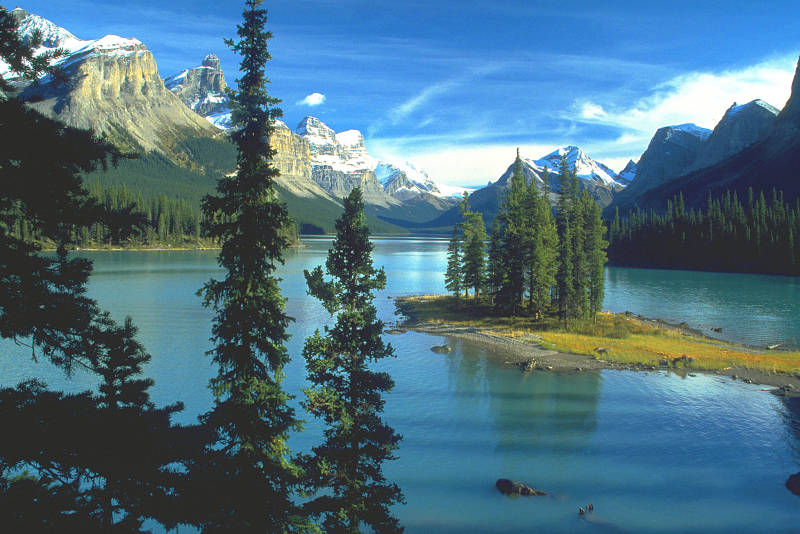 Maligne Lake in Jasper, Canadian Rocky Mountains