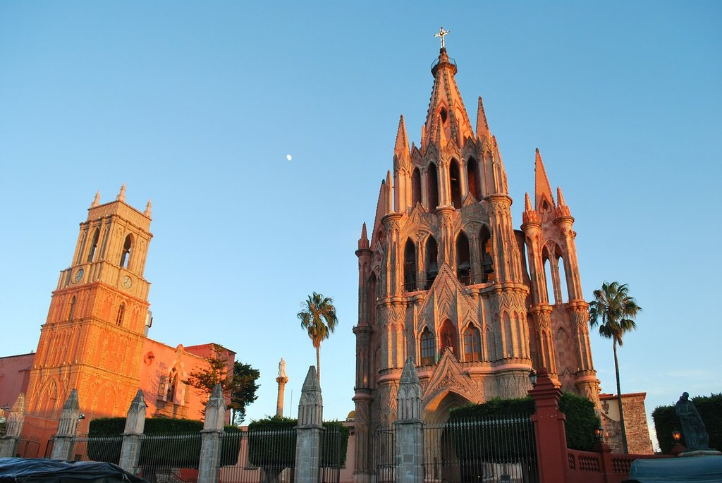 Travellers interested in architecture will enjoy the baroque Spanish architecture found in San Miguel De Allende