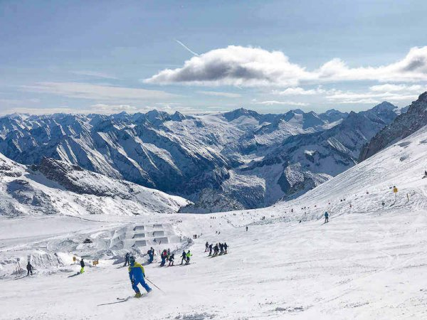 zillertal_skiing_hintertux_glacier_austrian_alps