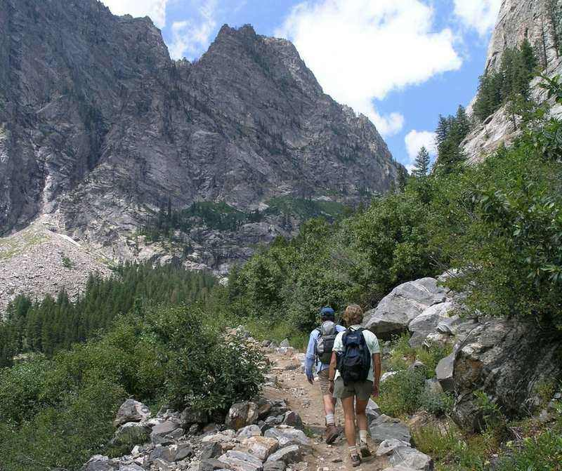 How to Train for a Hiking Trip: Experienced Hikers Share Their Tips
