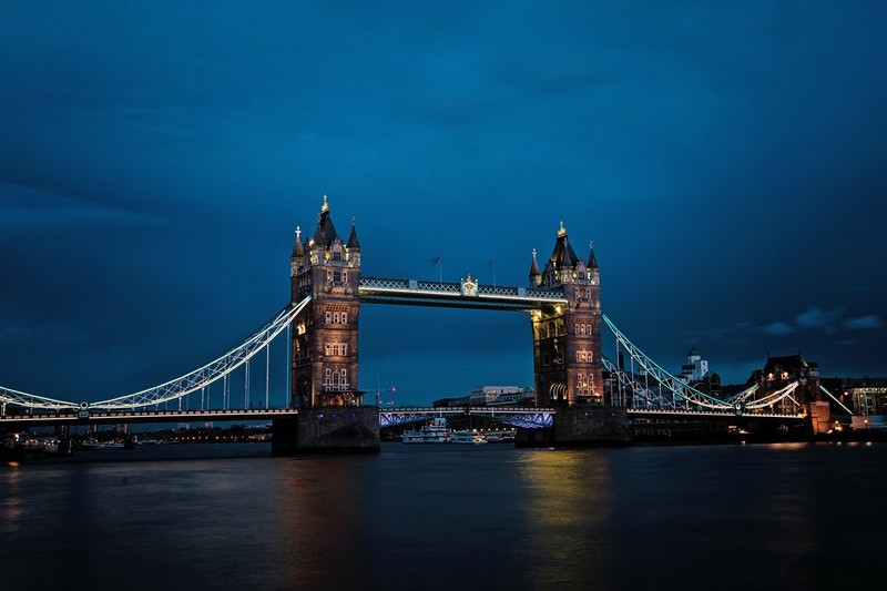 When you visit London, check out London Bridge, one of the top sights which is especially beautiful at night