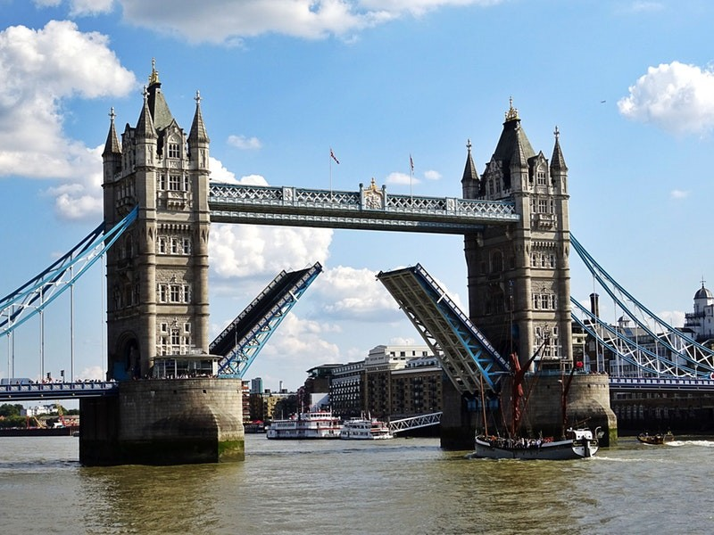 you can see many of the top sights in London on foot