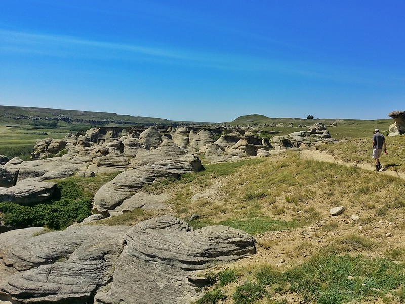 Hiking in Writing-On-Stone Provincial Park