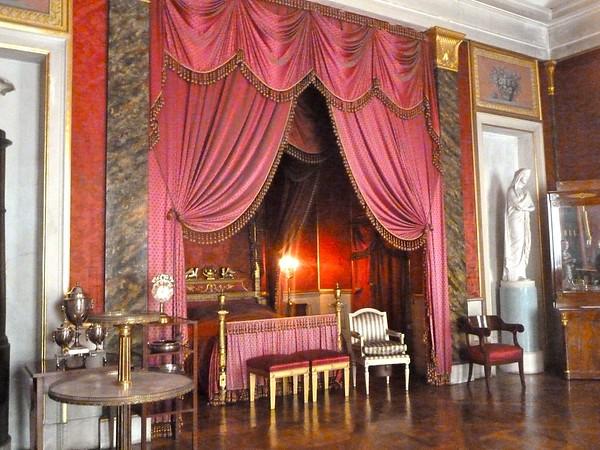 schloss-ludwigsburg-pink-bedroom