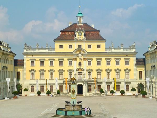 schloss ludwigsburg courtyard