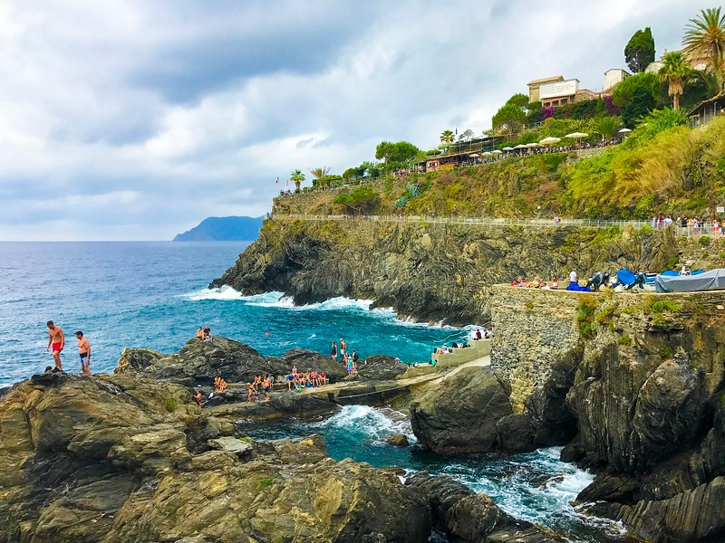 Cinque Terre Travel Tip: The best dive spot is in Mararola