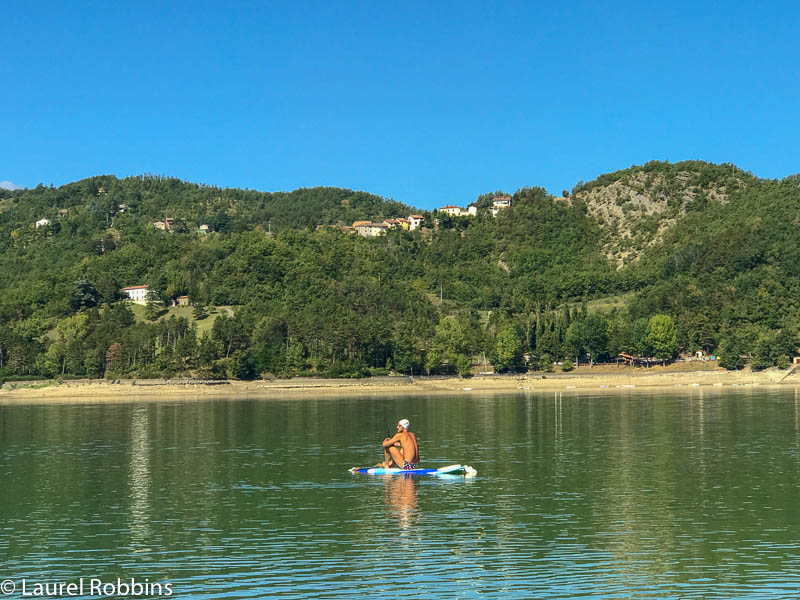 You can make a detour from the Path of Gods Italy for some water sports at Suviana Lake.
