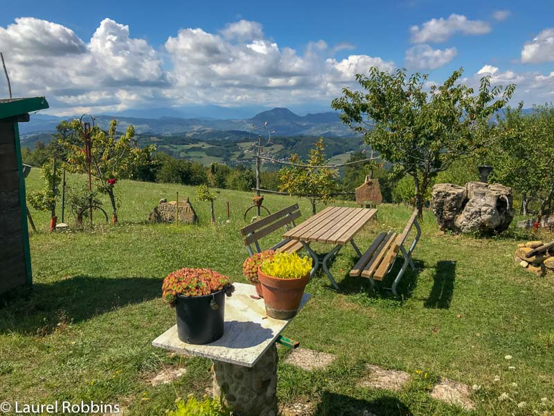 picnic area on the Path of Gods Italy just outside of Madonna dei Fornelli.