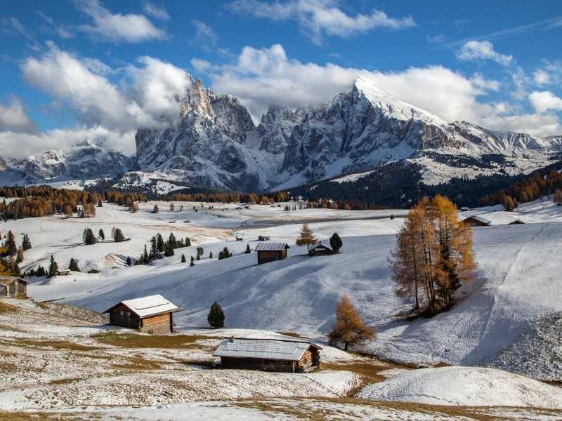go snowshoeing or skiing in winter in Alpe di Siusi