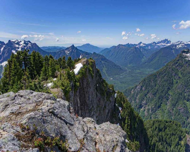 Mount Dickerson is located near Seattle and offers some amazing hikes