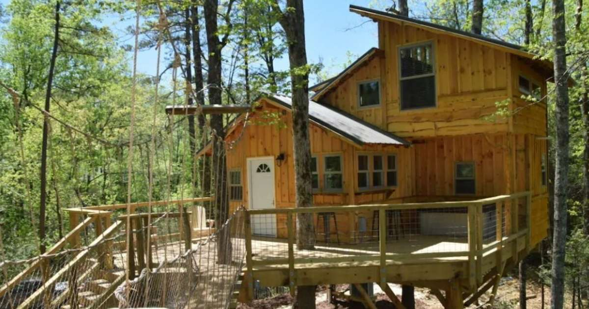 Luxury Treehouse Rental in Pigeon Forge Tennessee