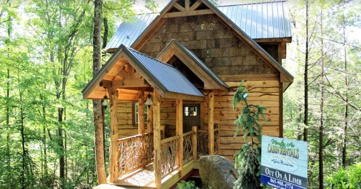 Check out this great treehouse rental in Tennessee