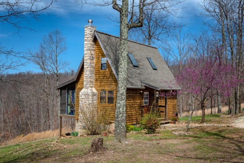 Stay in a cabin to have a great vacation with relaxation and family time.