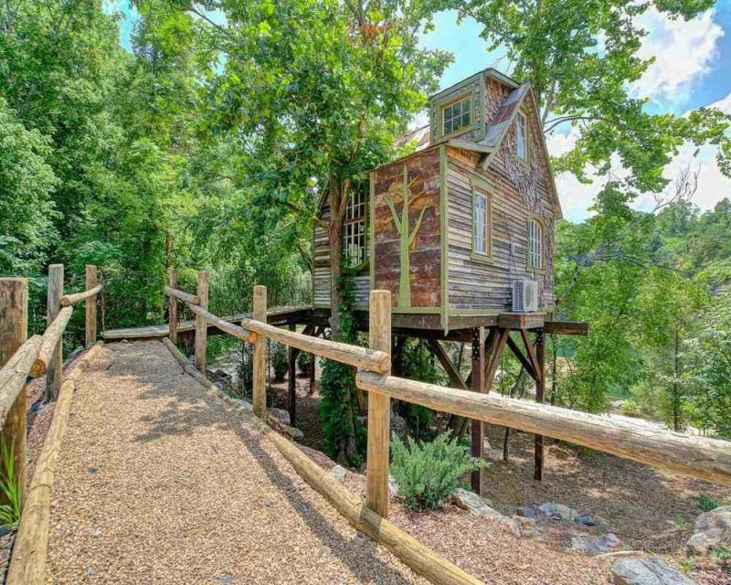 The Bostonian is the perfect Airbnb treehouse stay