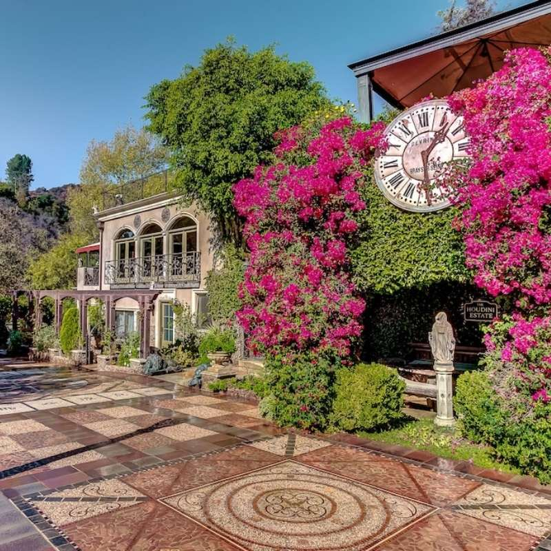 The Houdini Estate is a cool stay