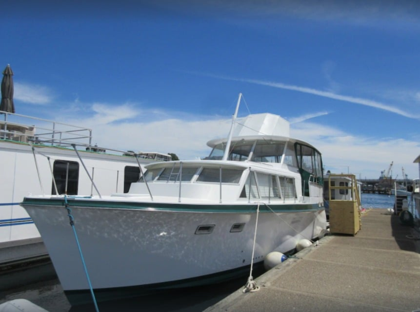 Spend a night on a Vintage 1986 Hatteras Boat on the Kittery/Portsmouth Harbor