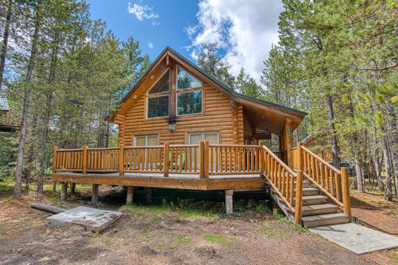 Cabins are one of the best ways to stay close to nature without sacrificing comfort