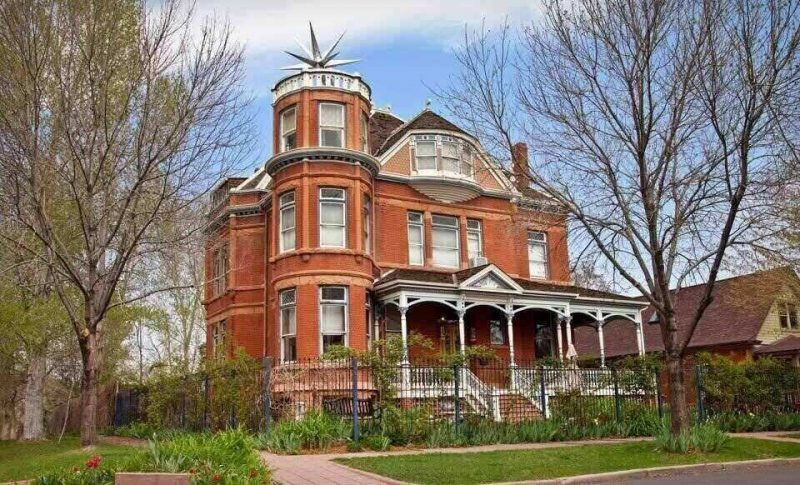Stay in this great haunted Airbnb. it is one of the best haunted places to stay in the US.