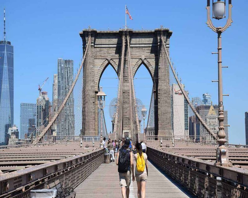 The Brooklyn Bridge pedestrian walk is the perfect place for a stroll. It offers amazing and free views of the NYC skyline.
