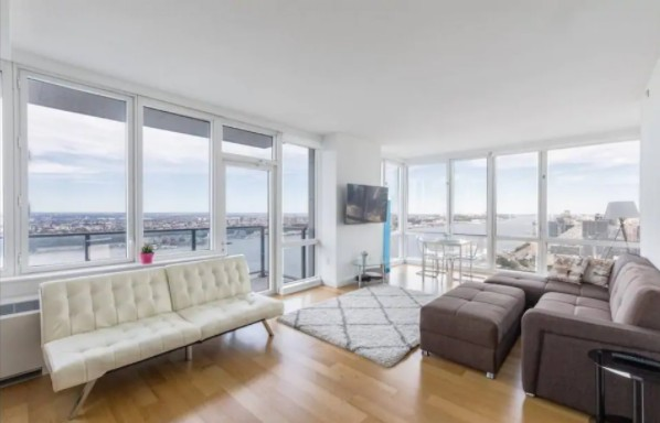 Stay in the perfect Airbnb apartment and be surrounded by some of the best views of New York.