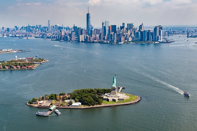 The best birds-eye views of NYC are from a helicopter. Don't believe me? Check it out for yourself.