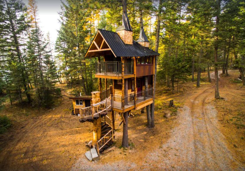 Meadow Lark Treehouse in Montana