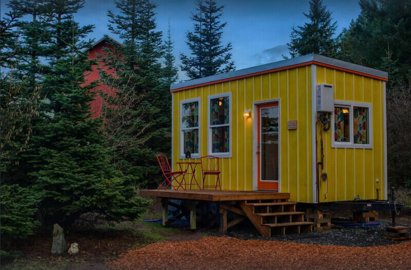 Simple and Affordable Getaway in Oregon is a quaint tiny house to rent