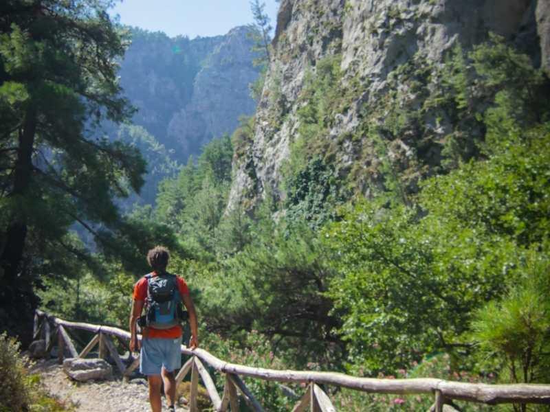 hiking trail in Crete