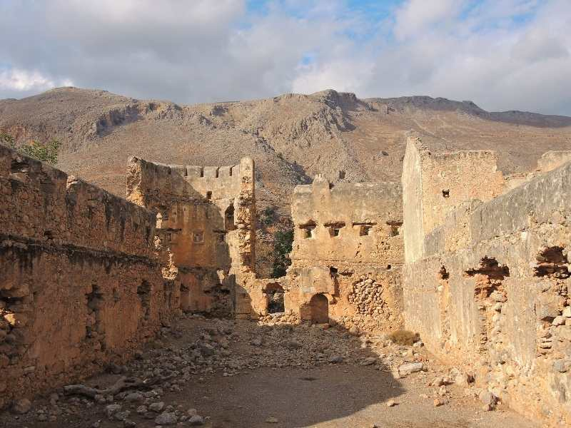 Castle above Loutro self-guided hiking tour in Crete