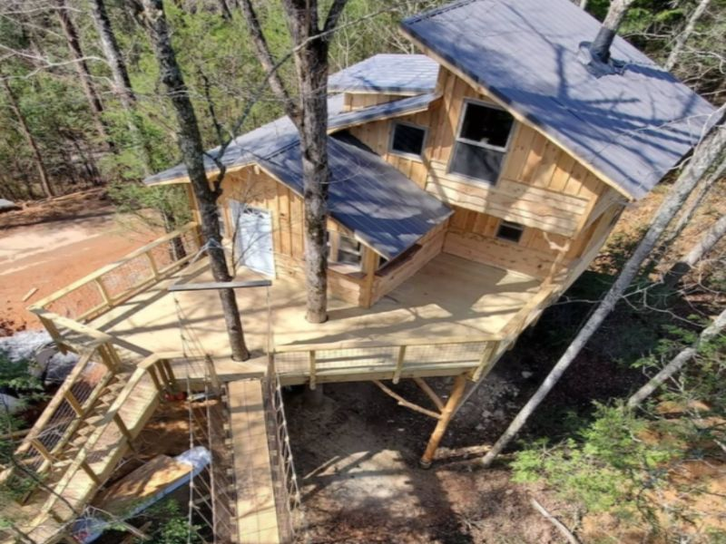 Check out this luxury treehouse rental in Tennessee