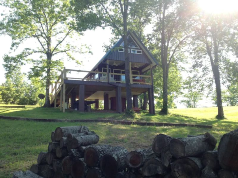 Sunrise Mountain Tree House Cabin in Tennessee