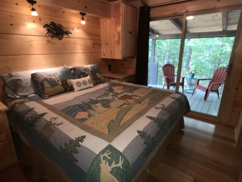 The Treehouse Honeymoon cabin is a great rental in Tennessee