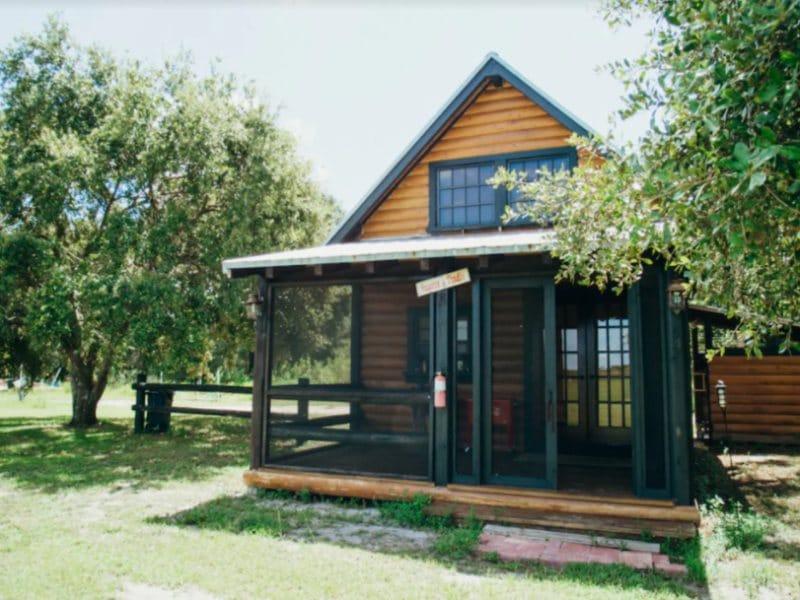 Cozy Rustic Cabin in Florida