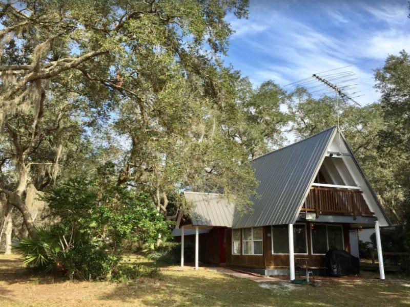 Lakefront Forest Getaway - Cabin rentals in Florida