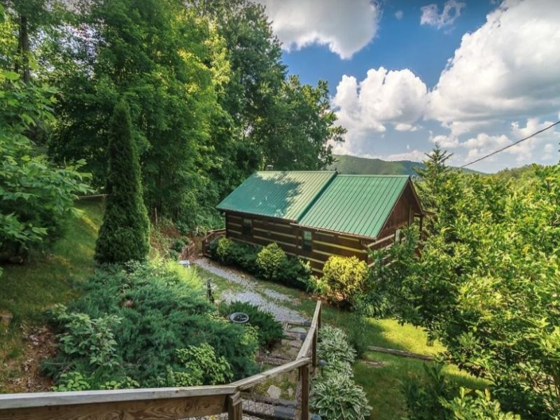 Enjoy a great stay at the Sparrows Nest near Gatlinburg Tennessee