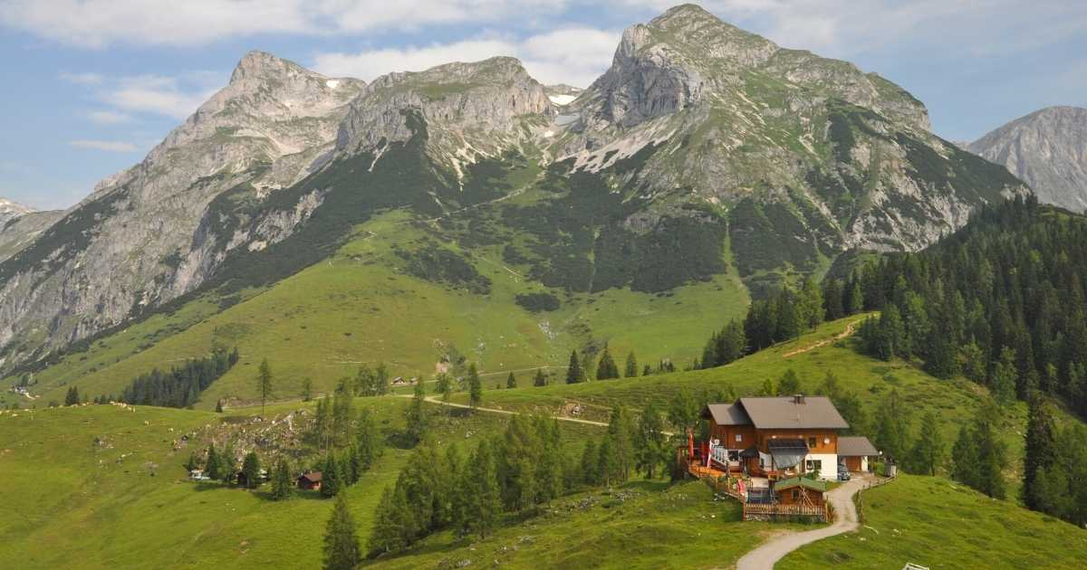 Hut to hut hikes in the Alps